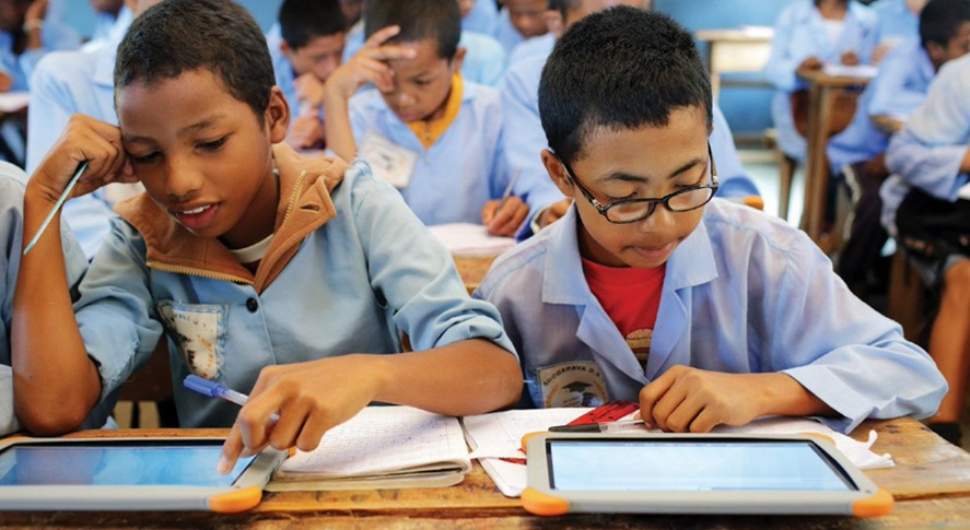 Enfants sur tablette numérique
